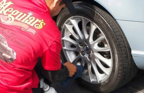 Valencia-Auto-Spa-Cleaning-Wheels