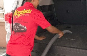 Valencia-Auto-Spa-Worker-Vacuuming-2