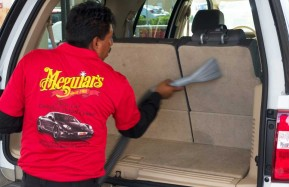 Valencia-Auto-Spa-Worker-Vacuuming